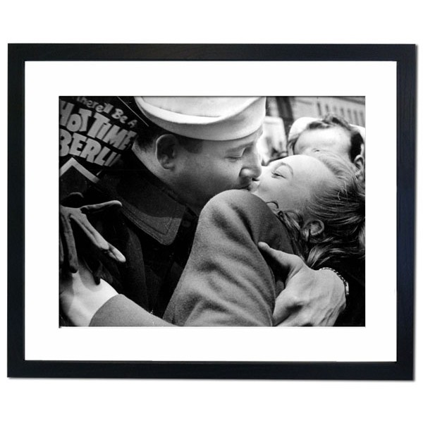 A sailor kisses girl in Times Square after the Nazi surrender Framed Print